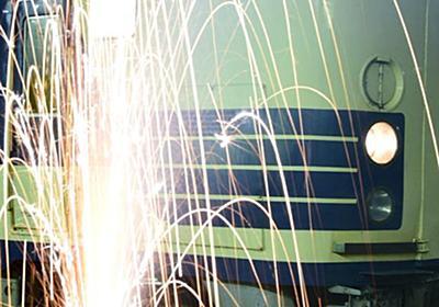 【クズ鉄】撮り鉄が駅のホームで花火大会を開催して炎上→擁護する鉄オタ「駅のホームで花火やっちゃダメなんて書いてないから問題ない」twitterで論争に:ハムスター速報