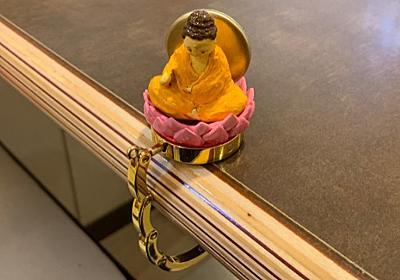 お釈迦様にすがるバッグハンガーを作った :: デイリーポータルZ