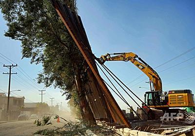 新設の米・メキシコ国境壁、強風で倒れる 写真2枚 国際ニュース:AFPBB News