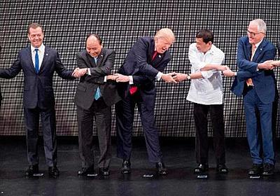 CNN.co.jp : ASEAN式握手に「葛藤」する各国首脳、筆頭はトランプ大統領 - (1/2)
