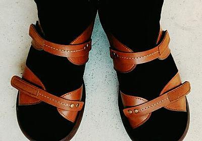 【ミニマリストのワードローブ】秋のサンダルの履き方。靴の数を増やさないために、サンダルは3シーズン使えるものを選びます。 - 南国シンプルライフ